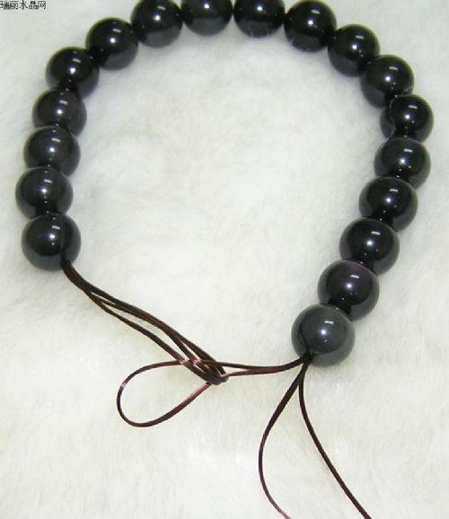 把珠子移动到左边绳子的顶端,每次移动2、3颗。