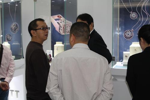 珠宝设计师谭明汇先生,南京艺术学院毕业的珠宝创意设计师许二建先生
